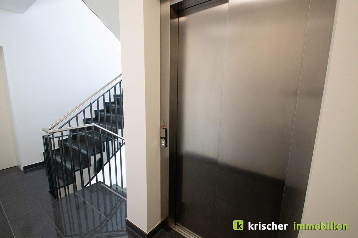 duesseldorf_grafental_treppenhaus_aufzug