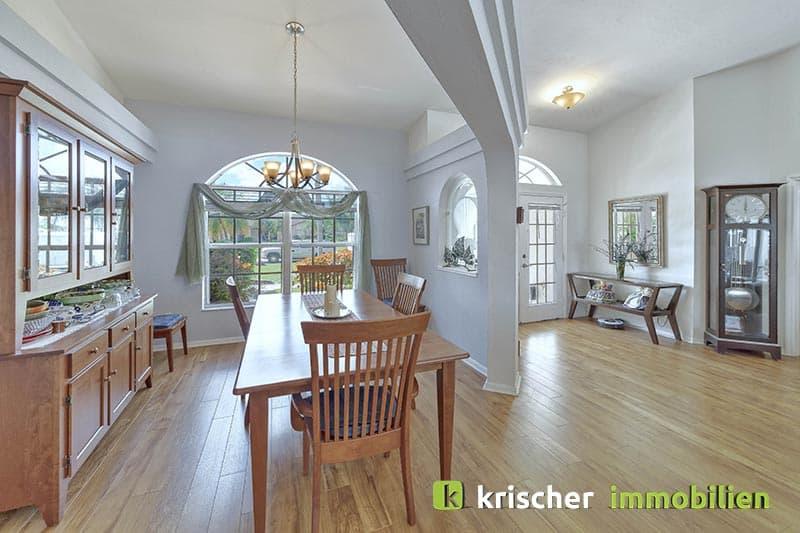 Krischer Immobiliensw-51st-terrace-cape-coral-print-001-24_Livingroom_2
