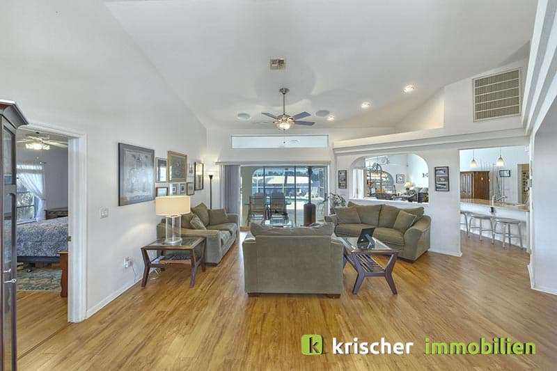 Krischer Immobiliensw-51st-terrace-cape-coral-print-001-24_Livingroom_3