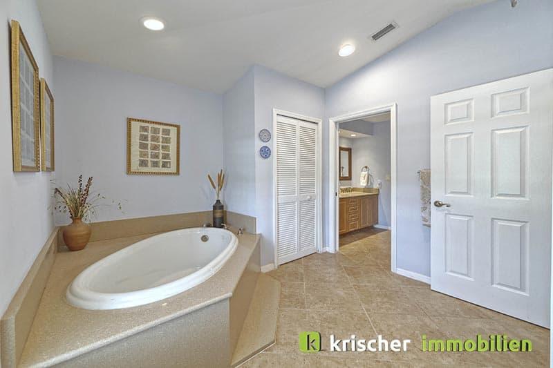 Krischer Immobiliensw-51st-terrace-cape-coral-print-001-24_bath_2