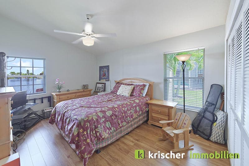 Krischer Immobiliensw-51st-terrace-cape-coral-print-001-24_bed