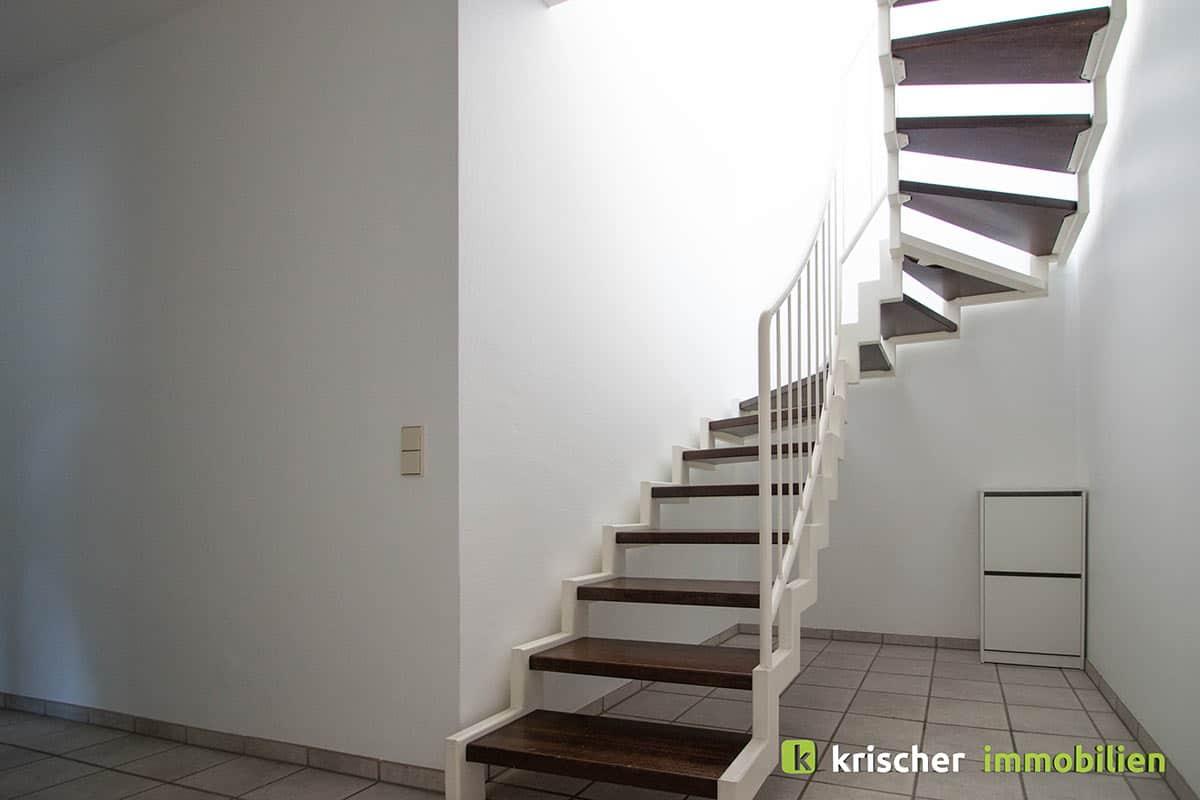 carlstadt_maisonette_treppenaufgang Krischer Immobilien